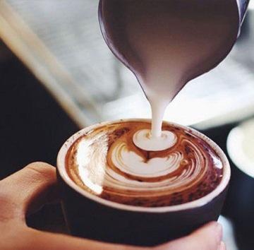 Latte cu ciocolată albă rețeta de la HotSpot Coffee